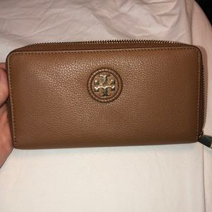 Tory Burch Whipstitch Logo Zip Continental Wallet